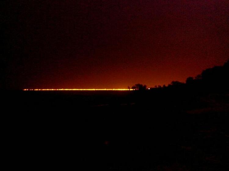 वापसी में देखा तो अंधेरा हो चला था। संगम की लाइटें और भी चमकदार हो गयी थीं।