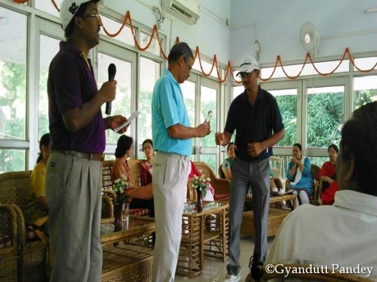 श्री अटल एक कुशल गोल्फर भी हैं। गोरखपुर रेलवे गोल्फ क्लब ने आज उनके सम्मान में गोल्फिंग-आउट मैच और समारोह रखा।