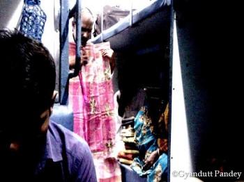 पास के सहयात्री ने साड़ी खरीदी 100 रुपये में!