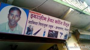 झण्डानगर  में नाई की दुकान का बोर्ड