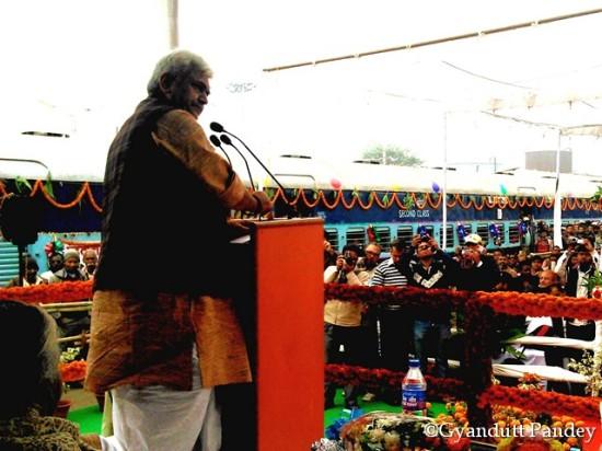 भाषण देते रेल राज्य मंत्री श्री मनोज सिन्हा।