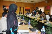 वह महिला खड़े होकर अपनी बात रख रही थी। सुरेश प्रभु जी ने उसे इत्मीनान से बैठ कर सम्बोधन करने को कहा।