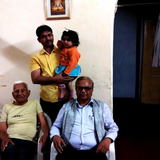 पिताजी के साथ मेरा बेटा, पद्मजा और मैं।