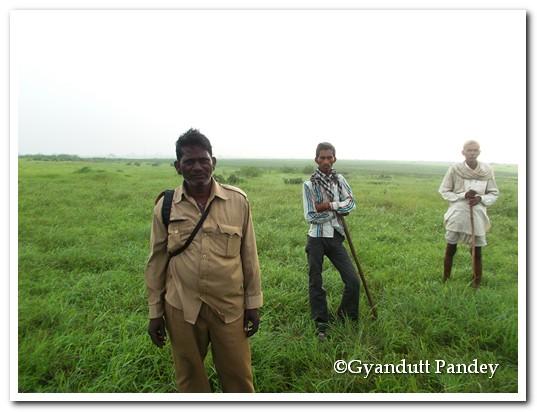 श्री भीमा और अन्य सैलाना बर्ड सेंक्चुरी के कर्मी।