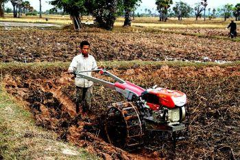 Mechanised_ploughing_Cambodia_(10702496813)
