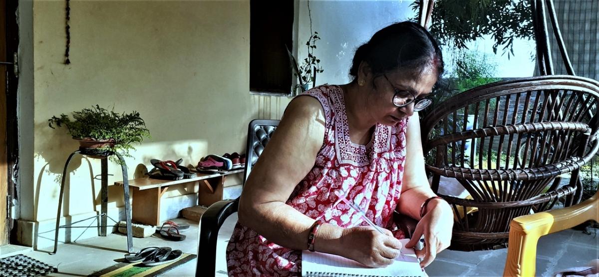 गांव में रिहायश – घर के परिसर की यात्रा : रीतापाण्डेय