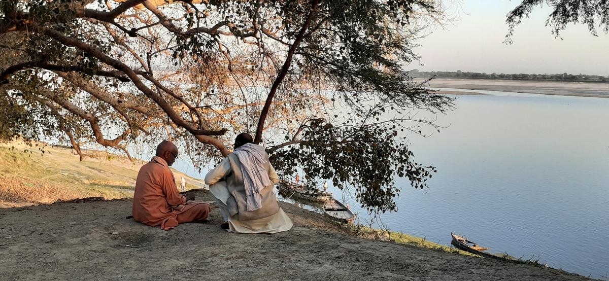 गंगा तट की सुनहरी शाम और सुरती शेयर का समाजवाद –कोविड19