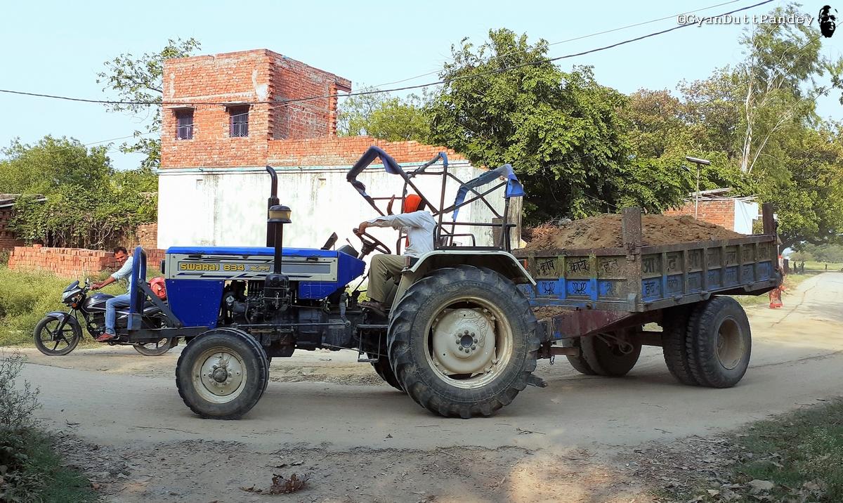 #गांवकाचिठ्ठा – मिट्टी, बालू की ट्रॉलियाँ, गर्दा और कोविडकाल