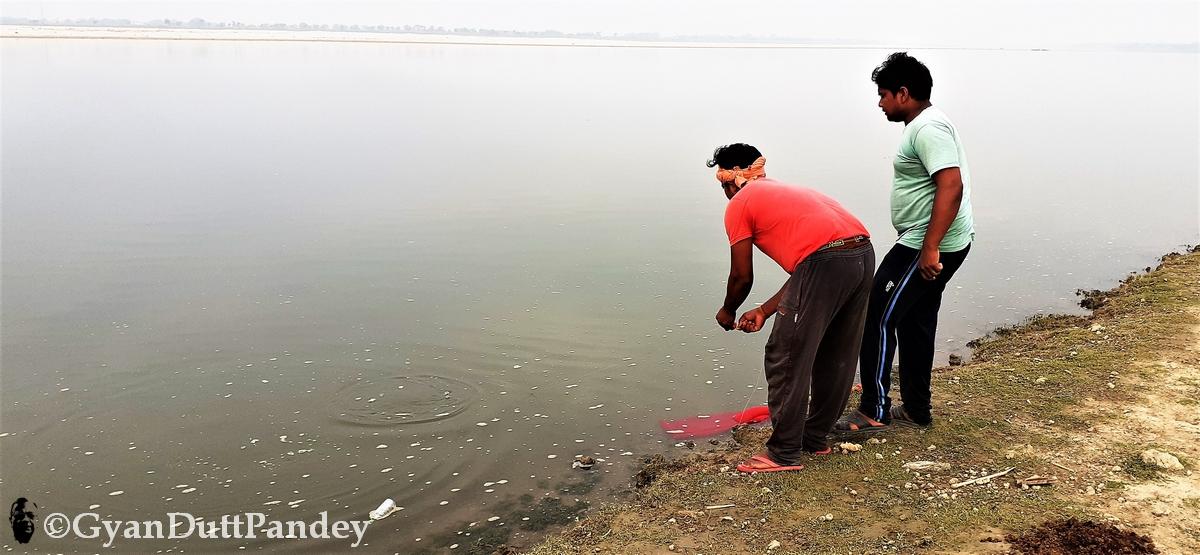 गोविंद पटेल ने लॉकडाउन में सीखा मछली पकड़ना#गांवकाचिठ्ठा