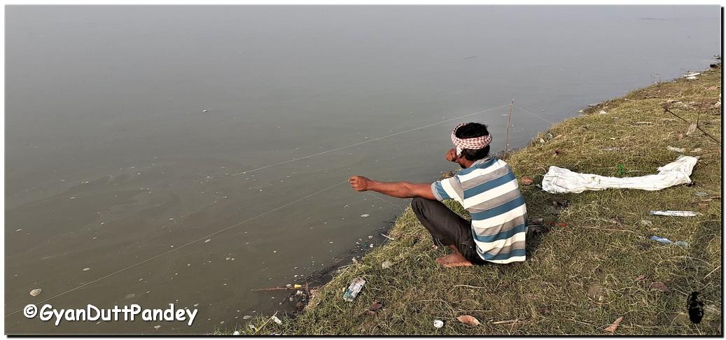 नदी, मछली, साधक औरभगव्द्गीता