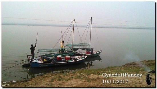 boats for tourists Prayag to Varanasi